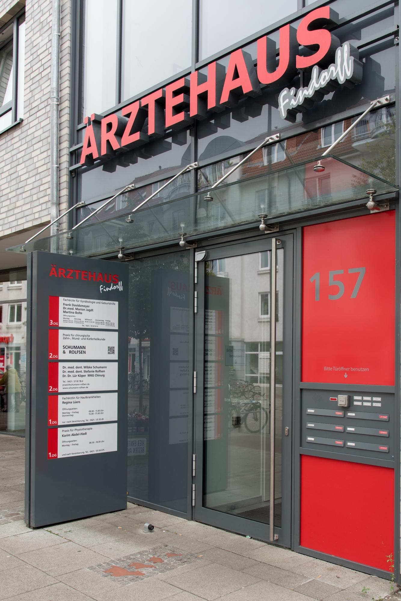 Der Eingang zum Ärztehaus in Findorff.